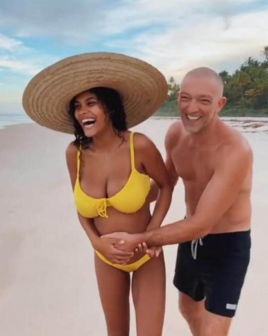 Otcem se stal i francouzký herec Vincent Cassel. O 30 let mladší manželka Tina Kunakey porodila dceru Amazonii v dubnu. Herec má ještě dvě dcery ze sňatku s Monicou Bellucci.