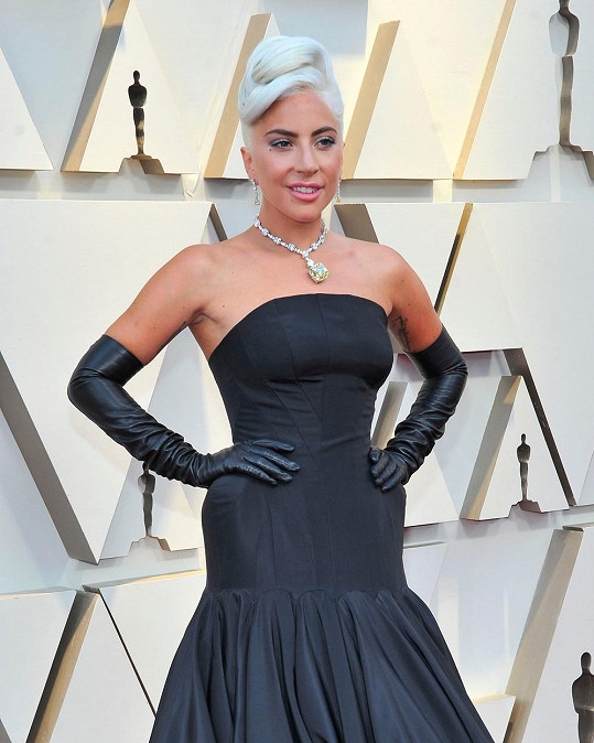 Lady Gaga to přeháněla s trávou.