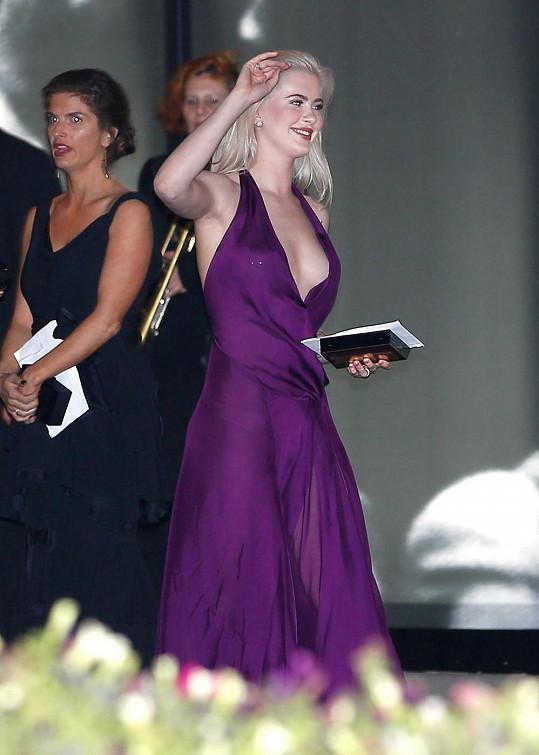 Osmnáctiletá modelka si Oscary nemohla nechat ujít.