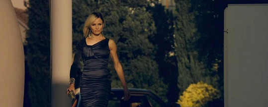 Cameron Diaz ztvární femme fatale.