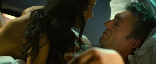 Herečka během postelové scény s Vincentem Casselem.