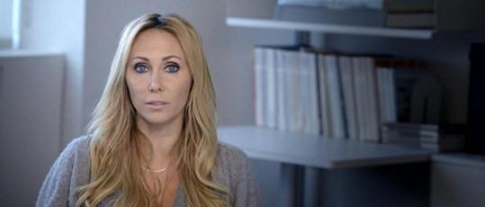 Tish Cyrus má s dcerou spíš přátelský vztah, jak svěřila v dokumentu, který poběží na MTV. Focení na titulky, úspěch nového klipu, pořady o ní - o Miley je zájem, ačkoli kariéru buduje na velmi kontroverzních základech.