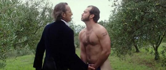 Jude Law s Richardem E. Grantem v nové komedii Dom Hemingway