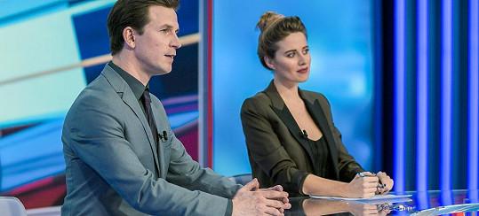 V romantickém snímku si zahrála televizní moderátorku.