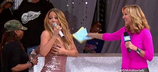 Mariah Carey na nepříjemnost sama upozornila.