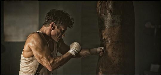 Sean Penn ukázal namakané tělo.