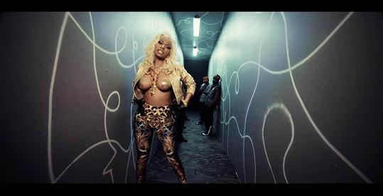 Nicki Minaj natáčela video pro singl Freaks.