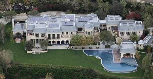 Manželé požadují za tento dům téměř miliardu korun.
