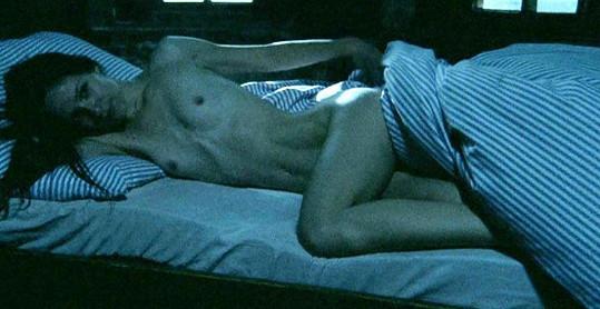 Krásná Veronika Kubařová ukázala své nahé tělo ve filmu Dívka a kouzelník.