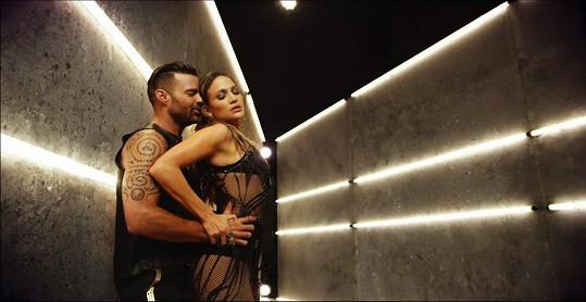 Lopez a Martin si zahráli milenecký pár.
