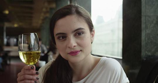 Josefíková je ve filmu pěkná koketa.