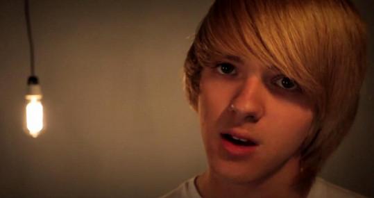 Vojta Zakouřil je Bieberovi docela podobný.