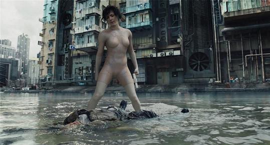 Podobně se letos ukázala Scarlett Johansson ve filmu Ghost in the Shell.