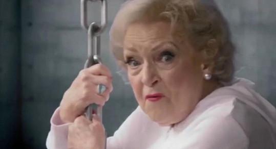 Betty White je pro každou srandu i jako jedenadevadesátiletá dáma.