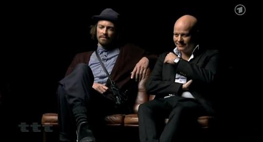 Thomas Blachman (vpravo) s jedním ze svých hostů.