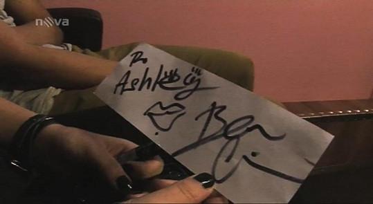 Jeden autogram střídal druhý.