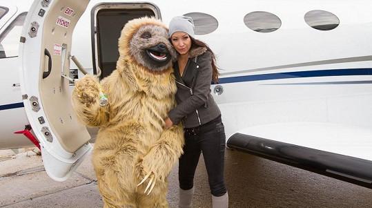 Modelka ho byla vyzvednout na letišti.