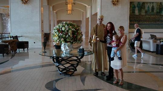 V hotelu hudebníky navštívila Blanka Matragi, která měla v Abú Dhabí přehlídku. Zároveň zde šila šaty pro královskou rodinu.