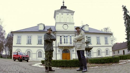 Ben Cristovao na zámku v Niměřicích se svým parťákem Lukášem