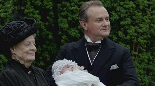 Maggie Smith se svým seriálovým synem Hughem Bonnevillem v Panství Downton.