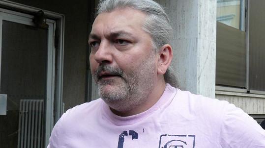 Daniel Hůlka zazpíval na pohřbu režiséra Jozefa Bednárika.