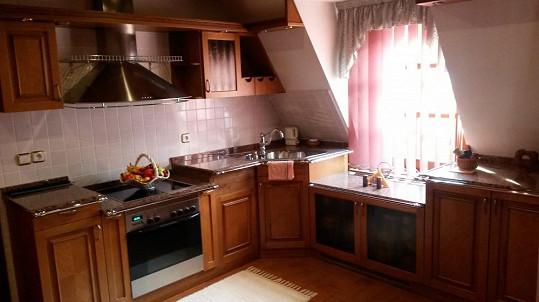 Prostorná kuchyň v královském apartmá hotelu Royal Ricc nechyběla.