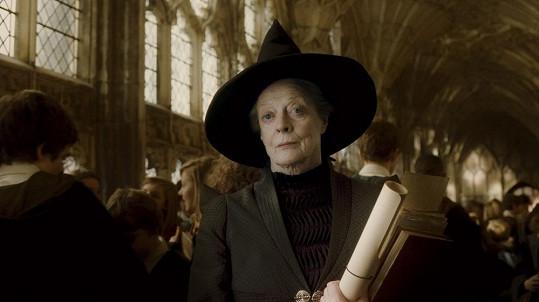 Maggie Smith je nezapomenutelná i v roli Minervy McGonagall ve filmech o Harrym Potterovi.
