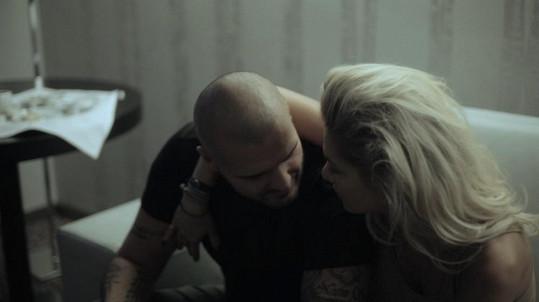 V hudebním videu nemůže chybět ani Dařin přítel Patrik.
