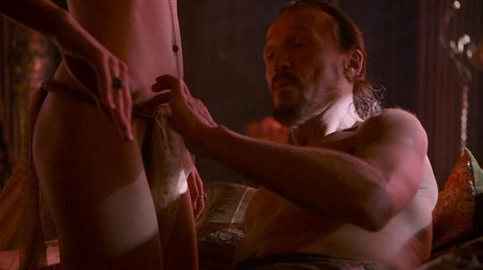Elisa si zahrála odvážnou scénu s Jeromem Flynnem.
