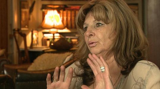 Johanka věří, že se její manžel z kómatu probere.