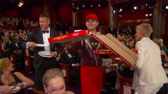 Do 'pizza akce' se na Oscarech zapojili skoro všichni v prvních řadách.