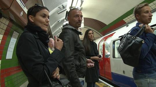 Když turisté v Londýně, tak se vším všudy a klidně i metrem.
