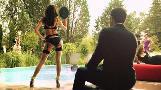 Ruská kráska Irina Shayk je hvězdou videa, které režírovala Penélope Cruz.