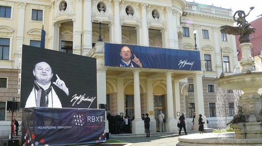 S Jozefem Bednárikem se v Bratislavě rozloučila řada smutečních hostů.
