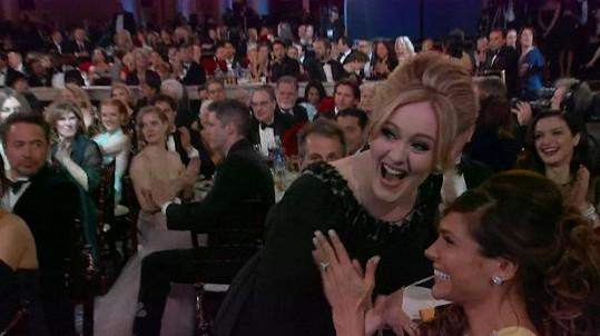Nadšená Adele poté, co se dozvěděla, že se svou písní Skyfall zvítězila.