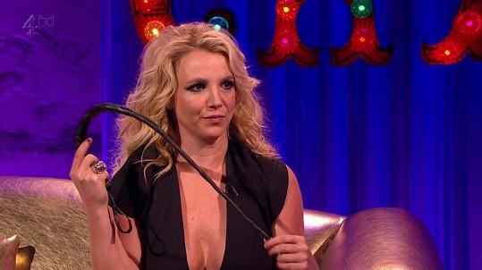 Britney to na Alana Carra zkusila i s bičíkem.