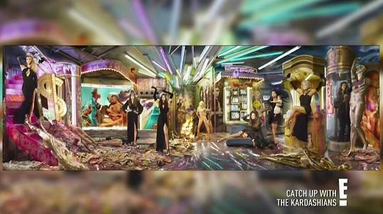 Kardashianovi představili vánoční přání ve své reality show.