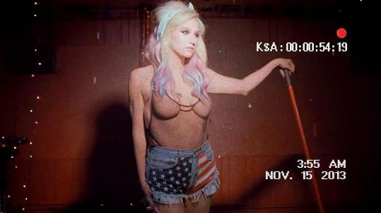 Kesha ráda provokuje.