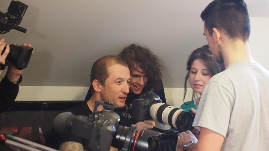 Filip kontroloval záběry.