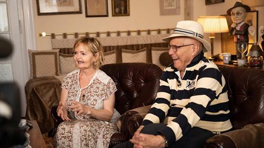 Rodinné štěstí našel s první filmovou Popelkou Evou Hruškovou.