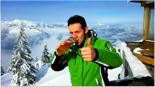 Michael v Alpách čerpá energii.