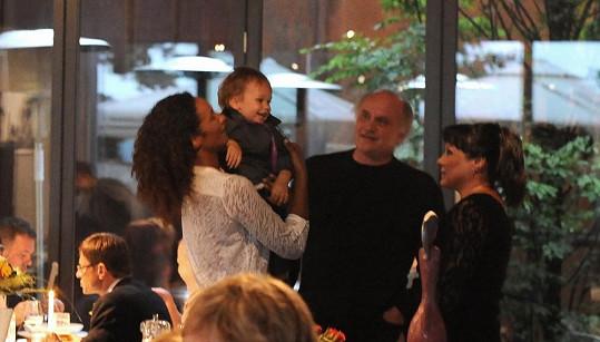 Michael Kocáb se synem Davidem a rodinkou