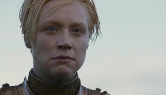 Herečka v roli Brienne z Tarthu.