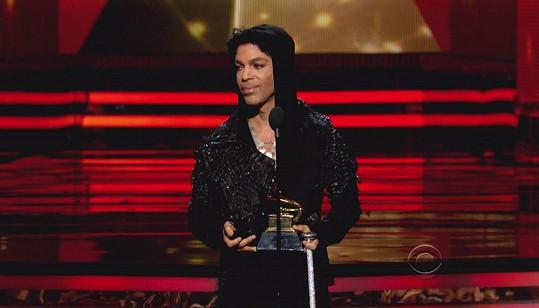 Prince na letošních Grammy předával cenu hudebníkovi Gotyemu.