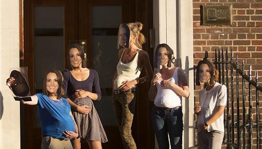 Před nemocnicí, kde by měla rodit Kate Middleton, jsou davy dvojníků.