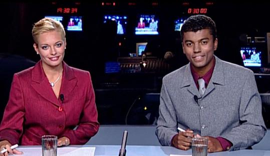 Lucie Borhyová během prvního vysílání s Reyem Korantengem. Psal se rok 1999.