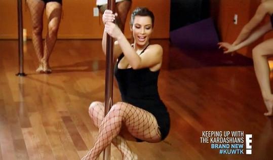 Kim Kardashian na hodině pole dance