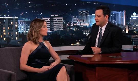 Emily Blint povyprávěla o netradiční narozeninové oslavě s Tomem Cruisem Jimmymu Kimmelovi.
