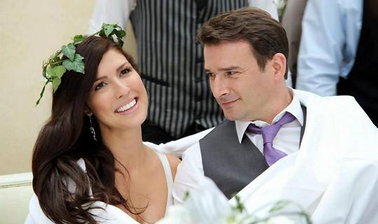 Victoria s manželem Tomem. Svatbu měli loni koncem června.