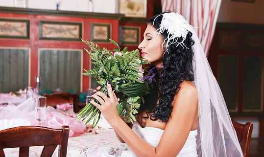 Julie jako nevěsta.